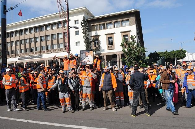 عمال النظافة بالبيضاء يلوحون بإضراب في 19 ابريل
