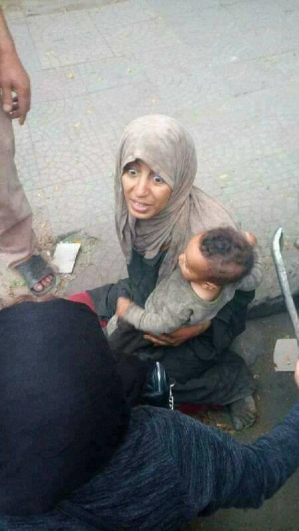 صادم: مغربية تعيش التشرد رفقة طفلها في مصر
