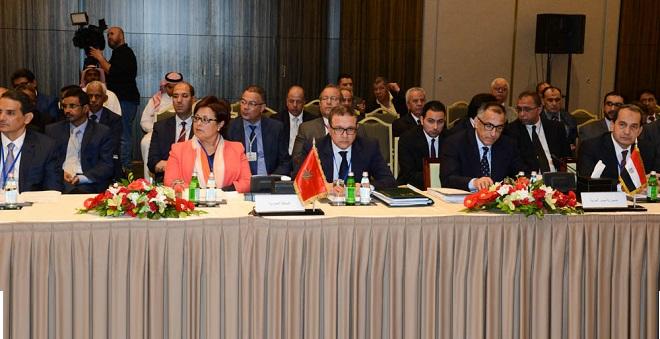 الملك يدعو الهيئات المالية العربية لدعم جهود التعاون العربي الإفريقي