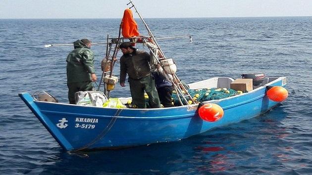 إنقاذ 4 صيادين مغاربة من الغرق قرب سواحل إسبانيا