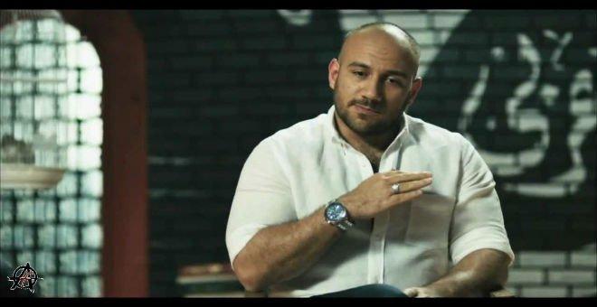 بعد عودته للفيسبوك.. النجم المصري أحمد مكي يكشف عن سر غيابه طيلة المدة الماضية !!
