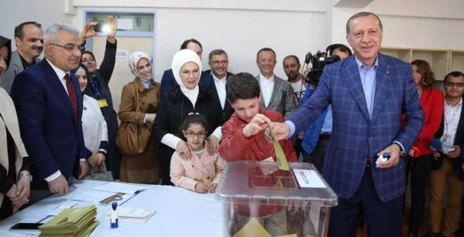 في استفتاء تاريخي.. الأتراك يصوتون بنعم لتوسيع صلاحيات أردوغان