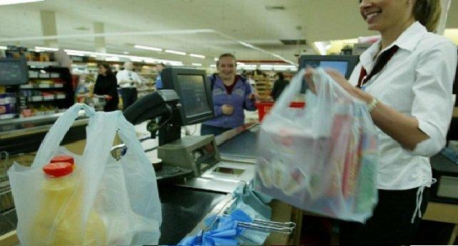 الحرب على أكياس البلاستيك مستمرة والسلطات تعاقب المخالفين