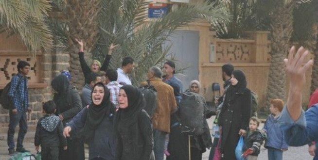 لاجئون سوريون يدخلون المغرب عبر الحدود الشرقية للمملكة