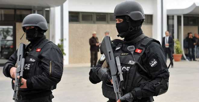تونس. مقتل إرهابي مسلح وآخر يفجر نفسه بعد مداهمة أمنية