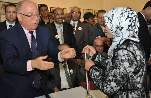 وزير الثقافة المصري يكرم ممثلة المغرب في الملتقى الدولي للكاريكاتير بالقاهرة