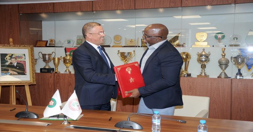 اتفاقية شراكة بين الجامعة والاتحاد النيجيري لكرة القدم