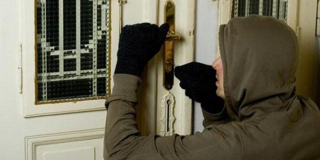 فاس.. توقيف أم وابنها بتهمة سرقة المنازل بمفاتيح مزورة