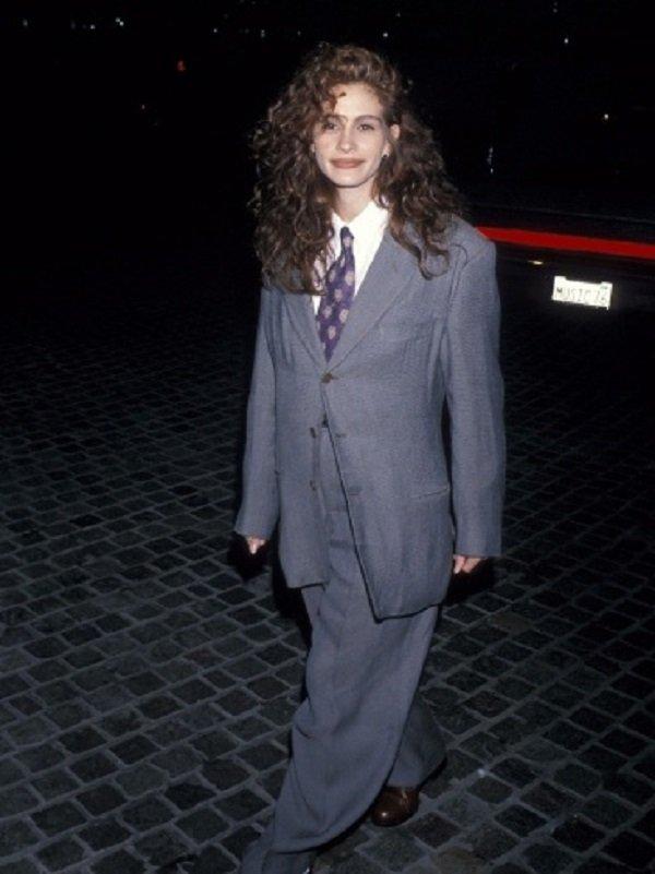 إطلالة لجوليا روبرتس في 1990 تعود للموضة