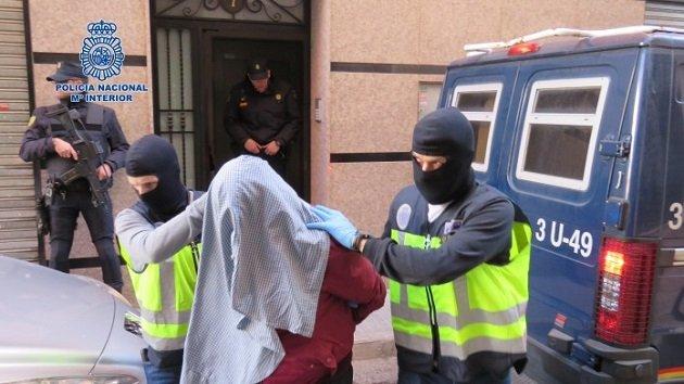 اعتقال مغربيين في مدريد بتهمة الإعداد للقيام بعمليات انتحارية