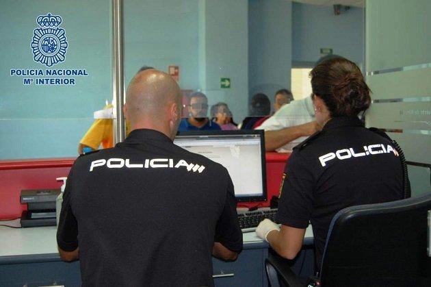 اعتقال 10 مغاربة في مليلية يزورون جوازات سفر أوروبية