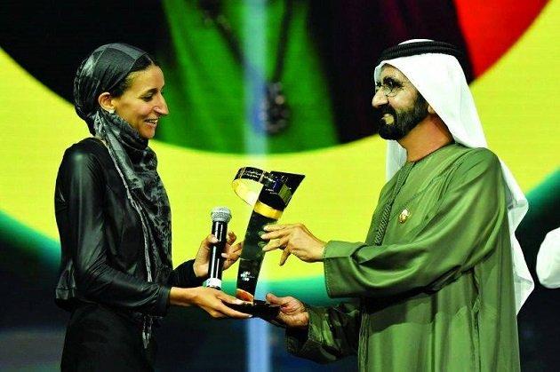 مغربية تفوز بالجائزة الأولى لصناع الأمل العربي بدبي