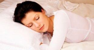 النوم الكافي لبشرة مشرقة