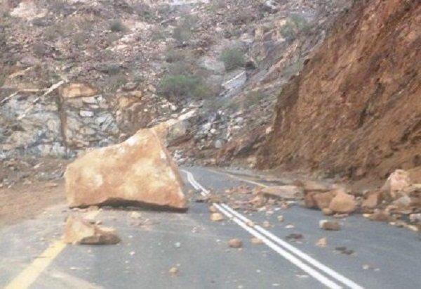انجراف للحجارة يقطع الطريق الساحلية بين تطوان والحسيمة