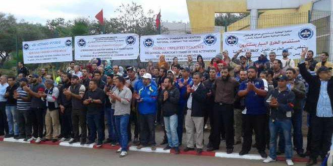 مستخدمو الطرق السيارة يضربون عن العمل ويحتجون أمام وزارة اعمارة