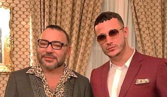 بعد Maitre Gims.. فنان عالمي من أصل جزائري يظهر رفقة جلالة الملك !!