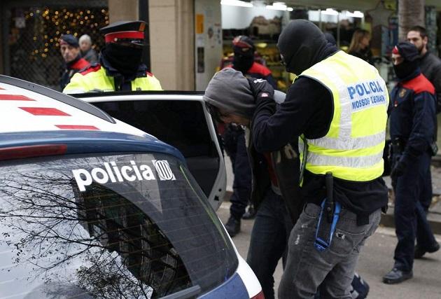 إسبانيا.. اعتقال مغربي حاول الاعتداء على الشرطة وهو يصرخ