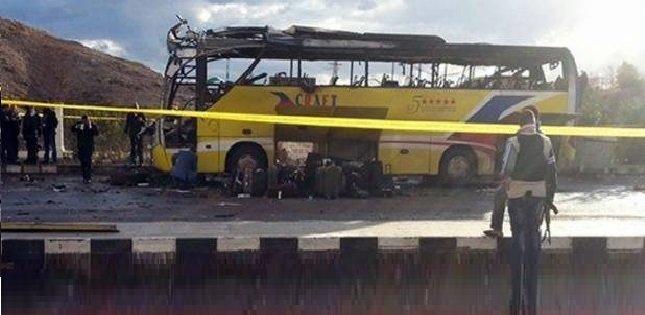 هجوم على حافلة تقل أقباطا في مصر يخلف 24 قتيلا وإصابات بليغة