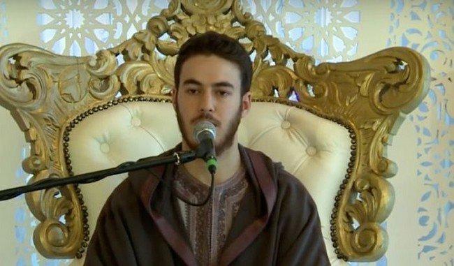 بالصورة.. المقرئ المغربي خالد رياض يدخل القفص الذهبي