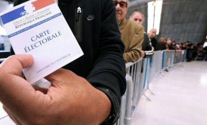 الفرنسيون يختارون الوافد الجديد على الإليزيه في الدور الثاني من الانتخابات