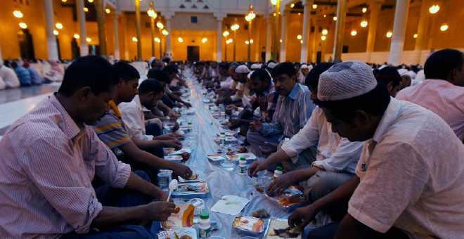 تعرف على أطول وأقصر ساعات صيام رمضان في العالم