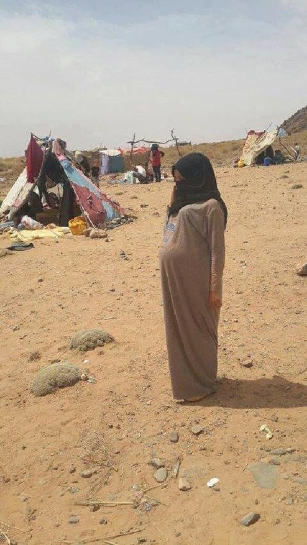 طبيب مغربي يهب لمساعدة حامل بين اللاجئين السوريين العالقين