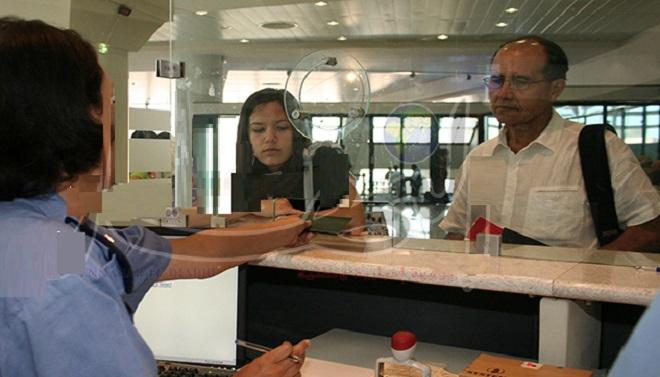التحقيق مع مفتش شرطة وضع خاتم الدخول على جوازات مزورة بمطار محمد الخامس