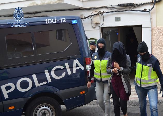 إسبانيا.. توقيف سورية-مغربية بتهمة التحريض على قتل الإسرائليين