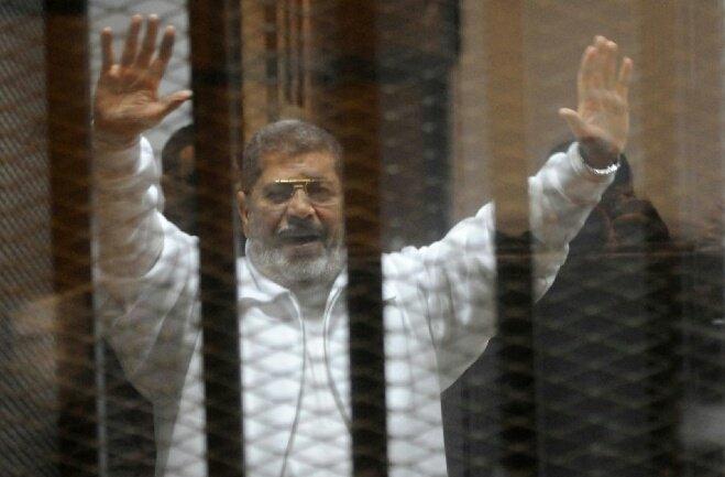 بعد 4 سنوات من المنع.. مرسي يلتقي أسرته