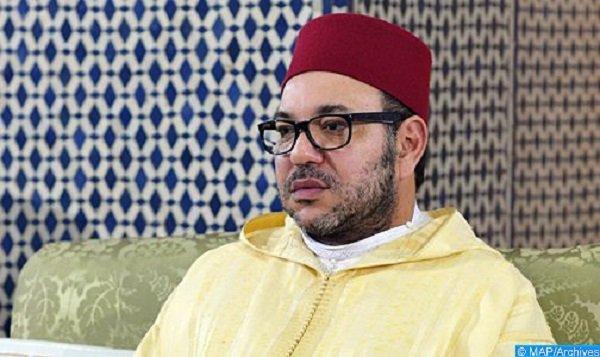 الملك محمد السادس يؤدي صلاة الجمعة بالمسجد المحمدي بالدار البيضاء