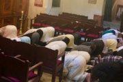 صورة لمغاربة يصلون في معبد يهودي تثير جدلا