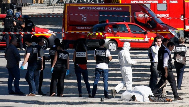 هجوم سيارة على حافلة للشرطة وسط باريس ومقتل سائقها