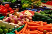 الفواكه والخضر أكثر المواد الغذائية غلاء خلال نهاية صيف 2017