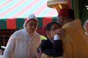 شاب تحدى الإعاقة في مقدمة موشحي عيد العرش
