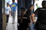 معبر بني انصار.. مغربي يهاجم الشرطة الإسبانية بسكين وهو يصرخ