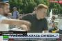 بالفيديو.. مراسل يتعرض لاعتداء من رجل مخمور أثناء البث المباشر