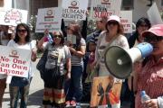 وقفة احتجاجية بالهرهورة تضامنا مع الخادمة الفليبينية المحتجزة سارة