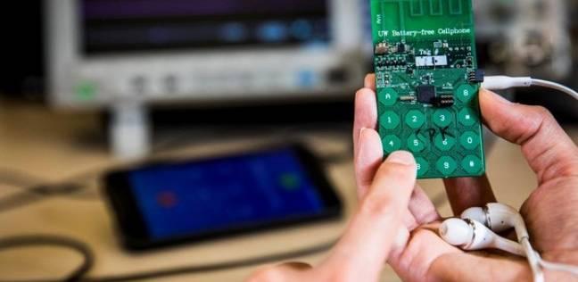 كشف النقاب عن أول هاتف محمول يعمل دون بطارية و لا يحتاج للشحن