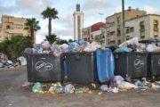 بيضاويون يرفعون عريضة للوالي بسبب تراكم النفايات وسوء تدبير شركة SITA