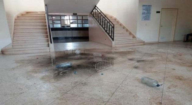 بعد رمي الأزبال.. احتجاج برمي مياه الواد الحار داخل بلدية بضواحي مكناس
