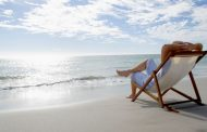 الجلوس على شاطئ البحر.. يخلصك من التوتر