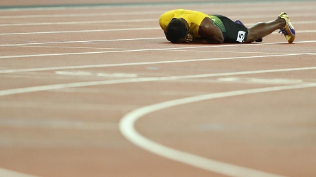 بولت ينهي مسيرته الرياضية بسقوط غير متوقع