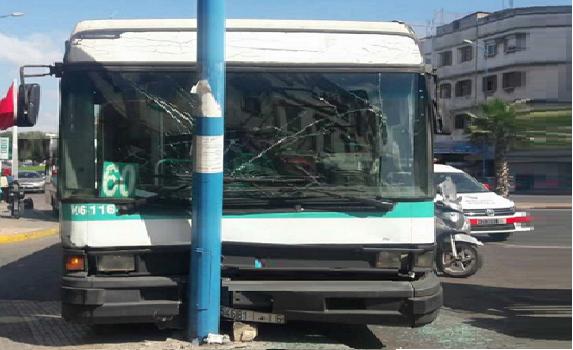 عراك داخل حافلة للنقل العمومي بالدار البيضاء يتسبب في حادثة سير