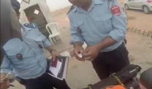 القبض على شرطيين ضبطا متلبسين بتلقي رشوة