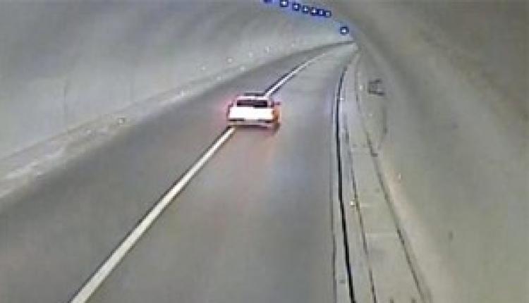 بالفيديو.. سائق ينجو بأعجوبة من الموت بعد حادث مروع !!