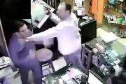 أكادير: اعتقال شخص ظهر في شريط فيديو يهدد تاجرا بسلاح أبيض