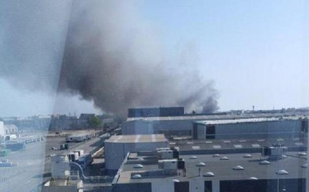 اندلاع حريق ضخم في مطار برشلونة الإسبانية