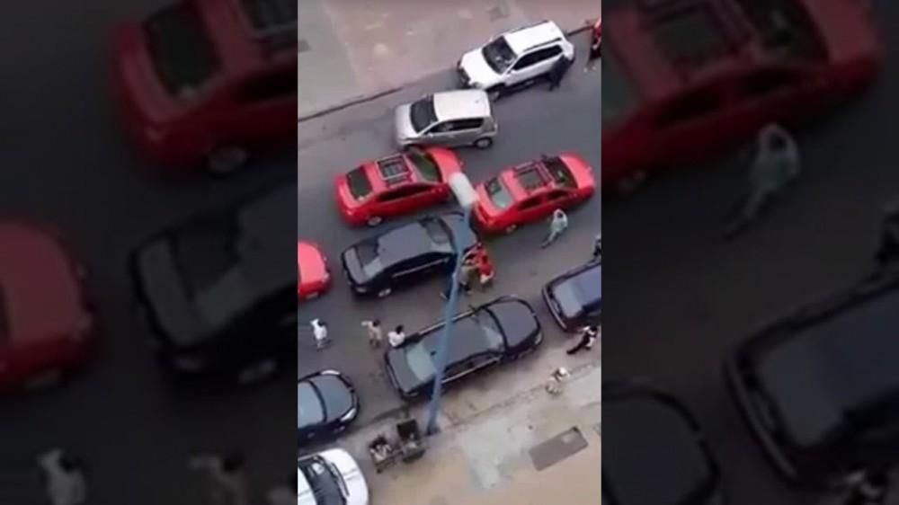 بالفيديو.. الإعتداء على سائق UBER من طرف صحاب الطاكسيات في الدارالبيضاء