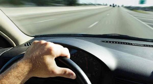 بالفيديو.. سائق متهور يوثق لحادث اصطدام سيارته بشكل مروع