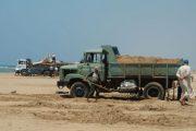 اقليم الجديدة.. حجز شاحنة محملة بالرمال المنهوبة واعتقال سائقها بعد هربه